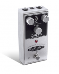 Cali76-C-Origin-Effects-Analogue-Boutique-Compressor-Sustainer-Standing