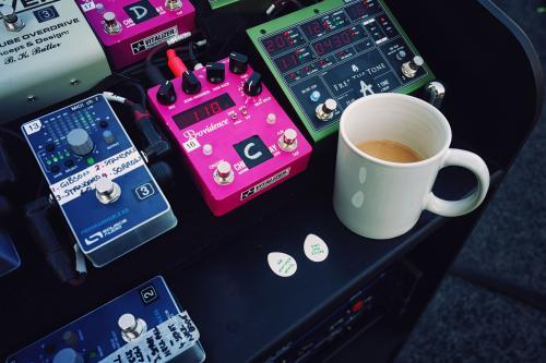 Gilmour Pompeii Concert using Origin Effects Cali76 Compact Compressor Guitar Pedal Free The Tone Delay