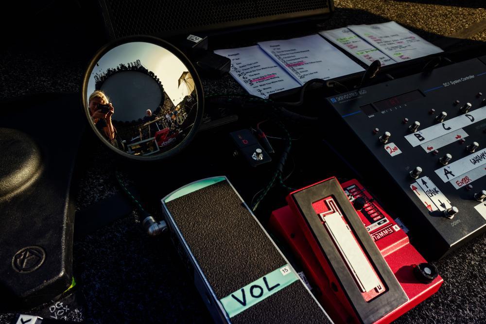 Gilmour Pompeii Concert using Origin Effects Cali76 Compact Compressor Guitar Pedal Whammy Volume