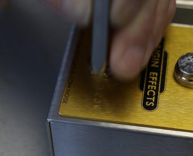 Origin Effects Cali76 Cali 76 Compact Deluxe CD Gold anel Compressor for Rogue Guitar Shop